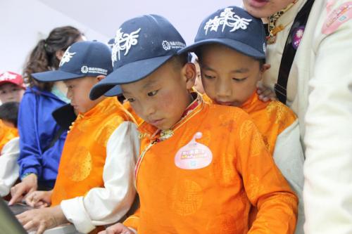 关爱边远地区学子 三七互娱带青海玉树藏区孩子品味广州